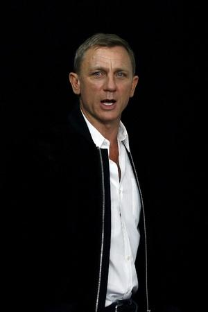 Daniel Craig Blames Smartphones For Ruining His Night Outs
