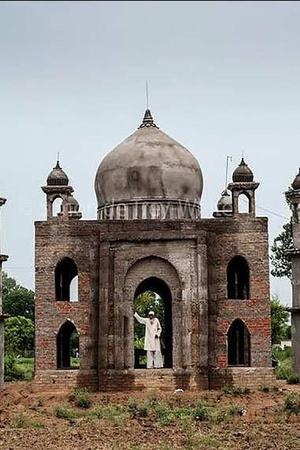 ex postman to be buried in mini taj with late wife