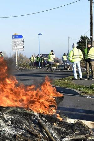 France yellow vest protesters Emmanuel Macron fuel prices Paris police