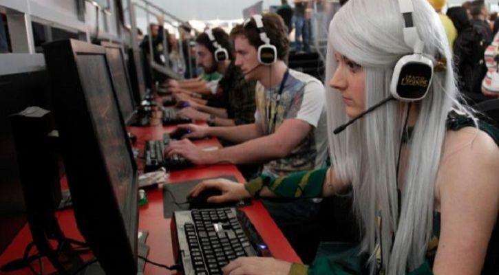 gaming women