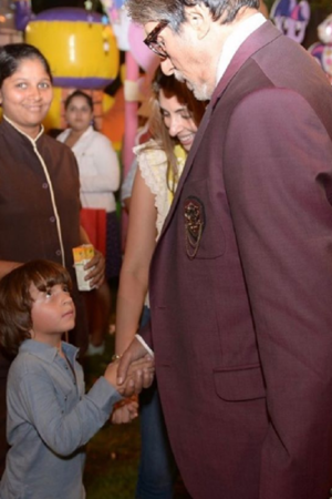 Shah Rukh Khans son AbRam thinks Amitabh Bachchan is his grandfather