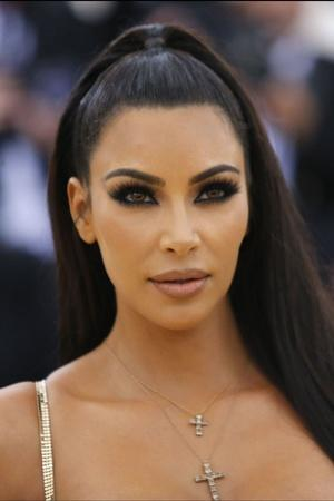 wildfire forces kim kardashian to evacuate her home