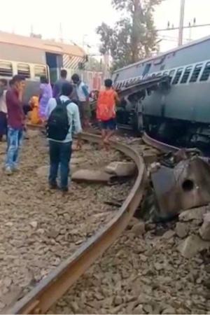 At Least Seven Dead 35 Injured After Farakka Express Derails In Uttar Pradeshs Raebareli