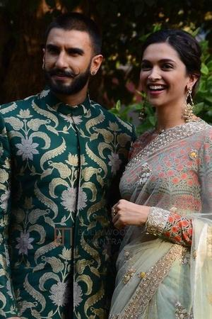 From Channa Mereya To Ranveer Wearing A Lehenga DeepikaRanveers Wedding Memes Are New Fad