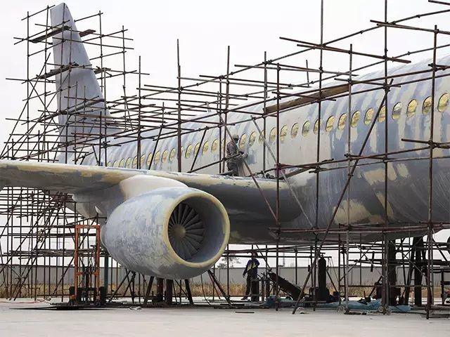 Man build plane