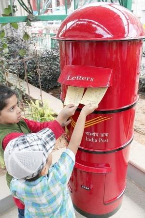 pickpockets postbox mail Chennai thieves stolen wallets cards