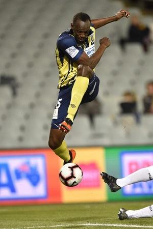 usain bolt scores his debut as footballer