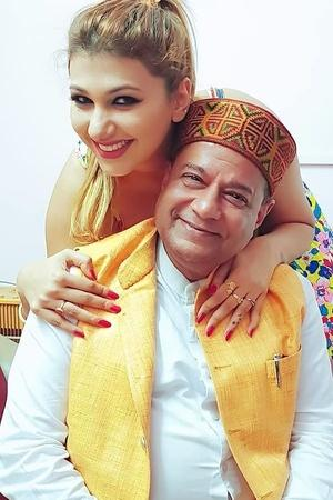 9 JawDropping Facts About 65YO Anup Jalota His 28YO Girlfriend Jasleen Matharu Thatll Make You