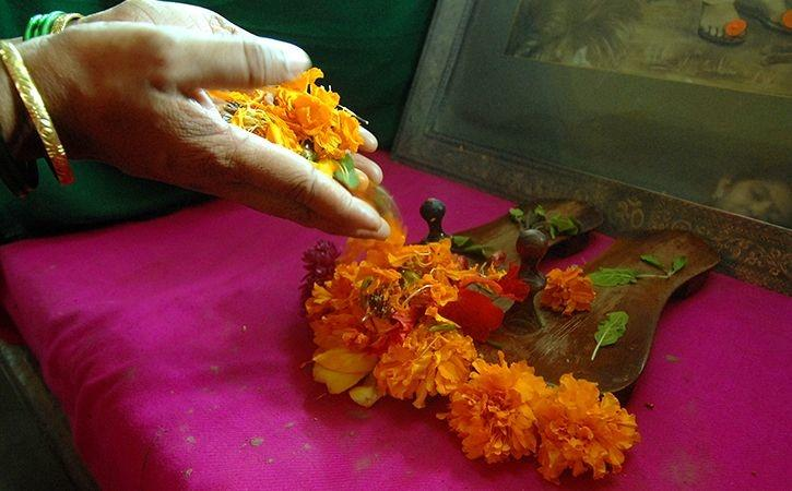 How These Temples Give A New Life To Old Flowers