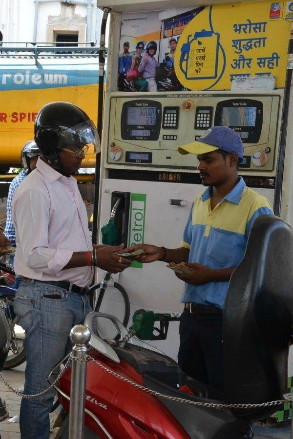 b5fce8fc6005 Petrol Prices Can t Be Raised Above Rs 99.99 litre Because Machines Can t  Display The Figure!