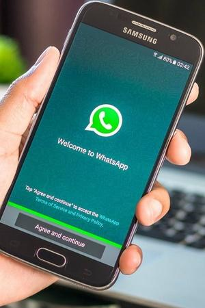 WhatsApp dark mode and swipe to reply feature coming soon