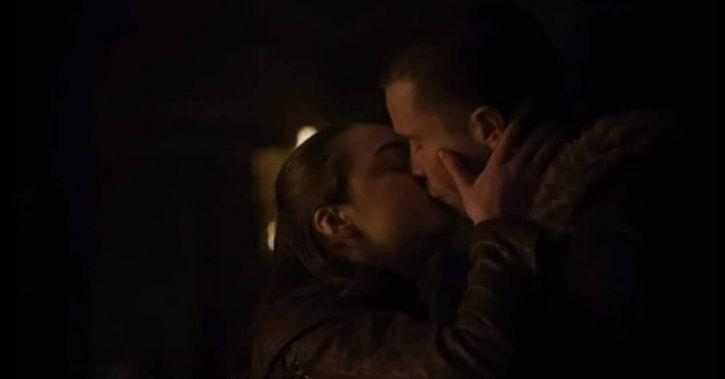Arya Stark kissing Gendry before the final battle in game of thrones.