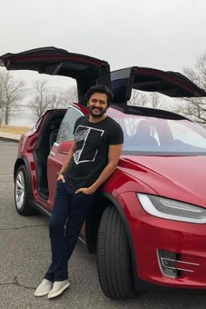 Celebrities With Electric Cars Celebrities With Electric Vehicles Celebs With Electric Cars Celeb