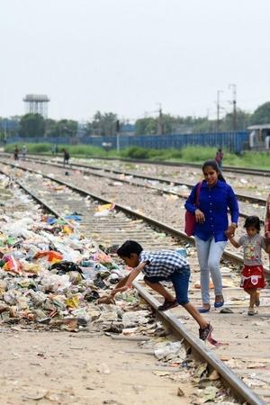 Railway theft Naraina Vihar encroachments Mayapuri patrollingGovernment Railway Police