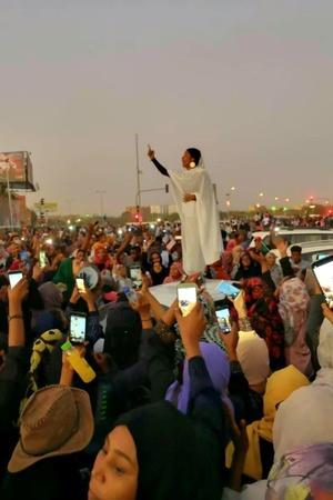 This Powerful Viral Photo Is Now A Symbol Of AntiGovernment Womens Rights Protests In Sudan