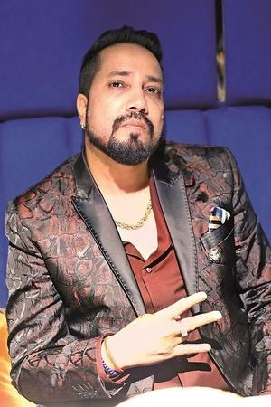 Ban On Mika Singh Lifted After He Apologised And Tried To Defend Himself With This Argument