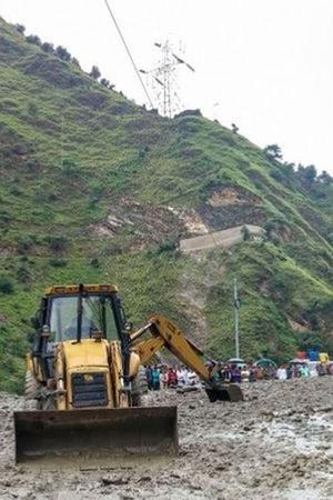 Heavy Rain Triggers Landslides In Himachal Pradesh Keylong Spiti Receive Fresh Snowfall