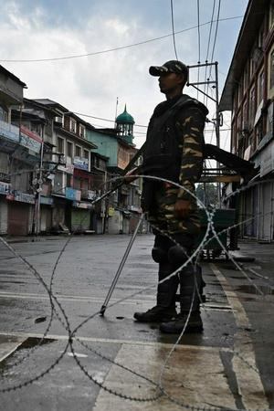 Kashmir Traders Suffered A Loss Of Rs 1000 Crore In Past Week After Article 370 Abrogated