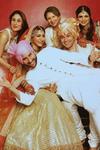 Saif Kareena Soha Kunal Saba and Sharmila Tagore in wedding family photo