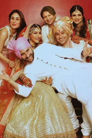 Saif Kareena Soha Kunal Saba and Sharmila Tagore in wedding family photo