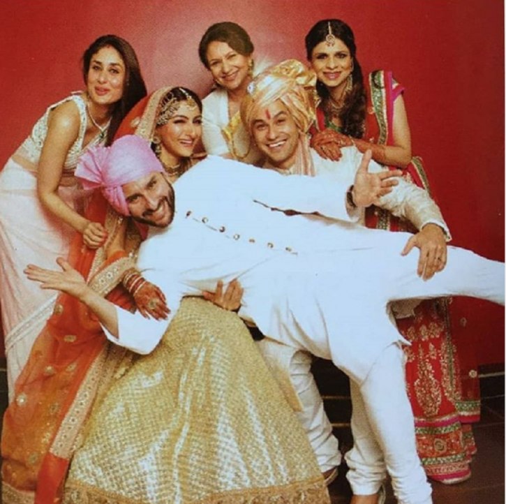 Saif, Kareena, Soha, Kunal, Saba and Sharmila Tagore in wedding family photo.