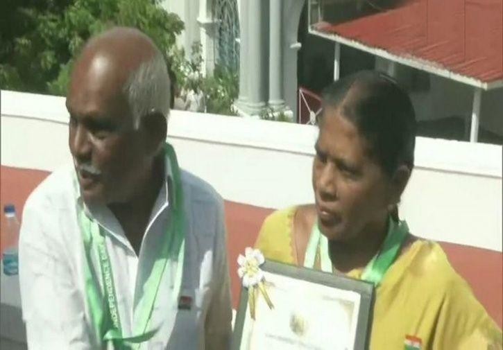 TN CM presents bravery award to couple who fought robbers in Tirunelveli