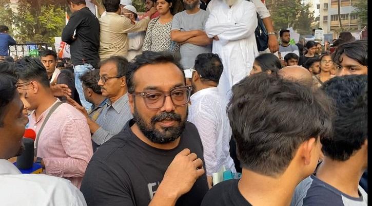 Anurag Kashyap joins CAA protests.