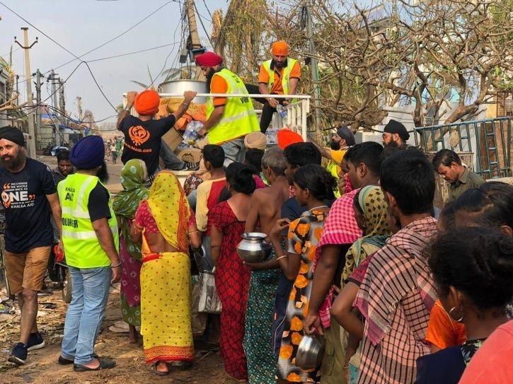 khalsa-aid-odisha-khalsa-aid-cyclone-fani-1557212551-725x725-5df9df3804845