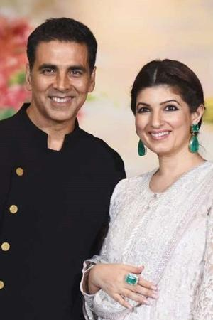 Akshay Kumar Trolls Wife Twinkle Khanna Yet Again Shares Her Dancing Video On Valentines Day
