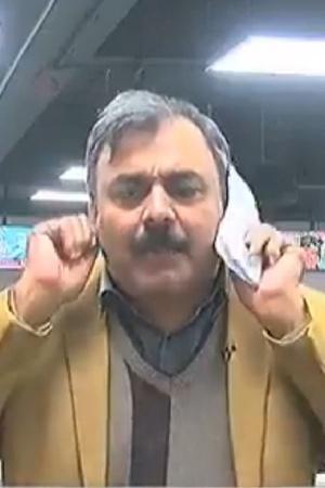 Pakistani journalist pak journo pakistan Pakistani journo tamatar ka jawab atom bomb se tamatar
