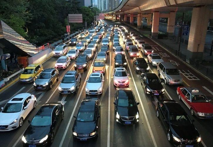 Em Pequim, os motoristas gastam uma média de quase três horas no trânsito todos os dias da semana. Foto: India Times.