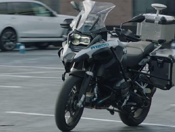 BMW Self Riding Bike, BMW Autonomous Bike, BMW Self Driving Motorcycle, CES 2019, Self Driving Cars,