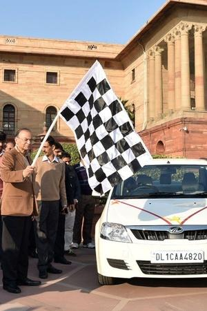 Electric Cars India Electric Vehicles Finance Ministry Indian Government EV Use Mahindra EVerit