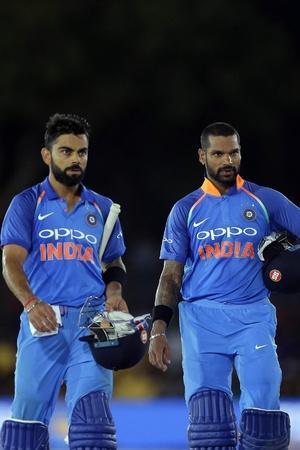 India lead 10