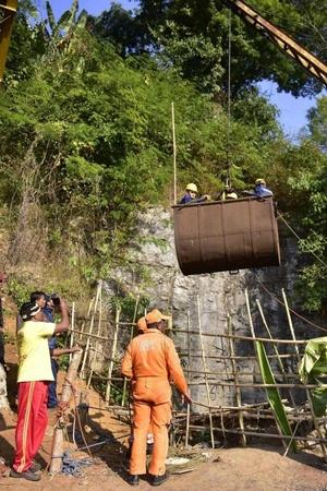 Meghalaya miners decomposed body Navy rescue operations rat hole Jaintia hills East Garo