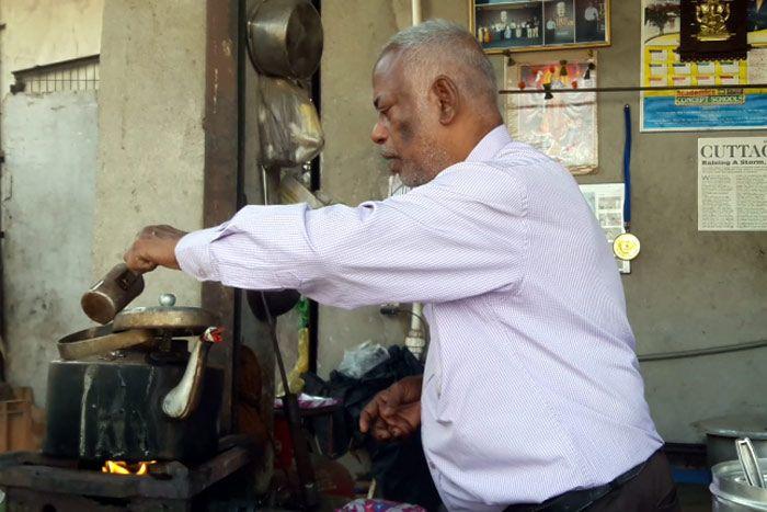 padma shri award, Devarapalli Prakash Rao, tea vendor, school, income, donating blood