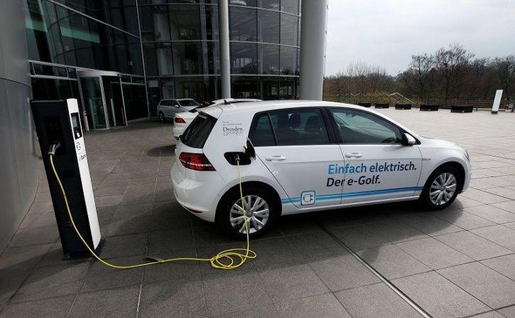 volkswagen mobile charging stations 5 crore electric cars  ev batteries  u0026 mobile charging