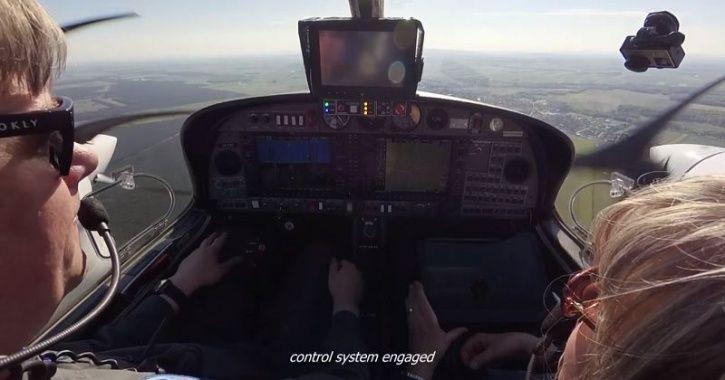 Autonomous Plane Landing, Autonomous Aircraft, Autonomous Airplane, Autonomous Airplane System, Self