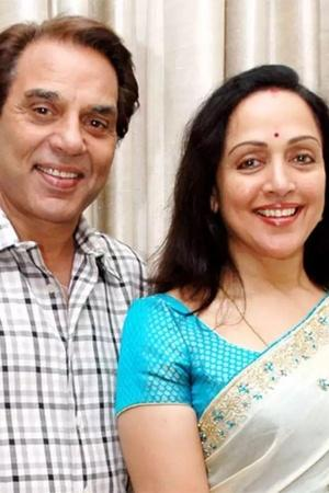 Fan Asks Dharmendra If Hema Malini Has Ever Picked Up A Broom His Reply Is Cracking Us Up