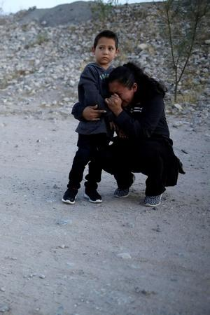Guatemalan Mother Begging Soldier To Let Her Enter US