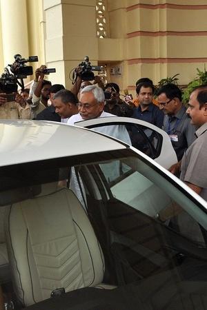 Nitish Kumar In Electric Car Electric Car India Bihar Electric Car Use Bihar EV Charging Points