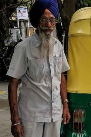 This 76YearOld Man Runs Free Auto Ambulance In Delhi Proves Humanity Still Exists