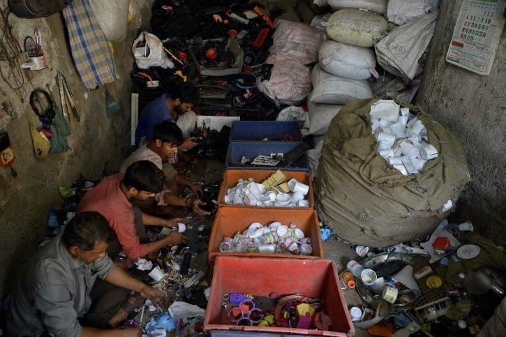 Romancing Poverty: The Problem With Slum Tourism That's Put Dharavi On Top
