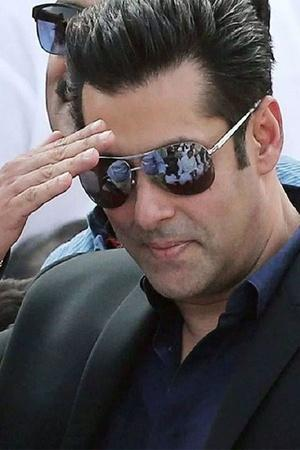 Salman Khan invites trouble again