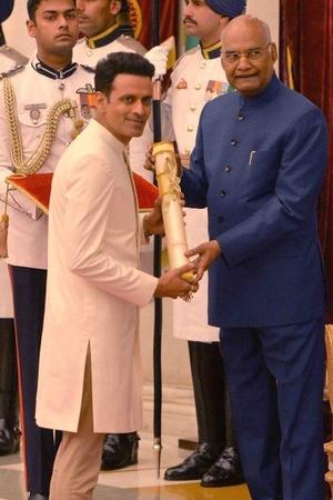 As Manoj Bajpayee Gets Honoured With A Padma Shri Award His Fans Cant Stop Cheering For Him