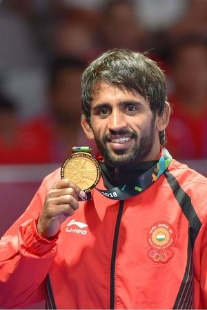 bajrang punia dedicates medal to abhinandan