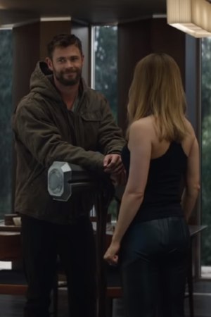 Fans Cant Stop Gushing Over Thor Captain Marvels First Meeting In Avengers Endgame Trailer