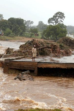India Helps CycloneHit Mozambique More Deaths In Indian Sewers More Top News