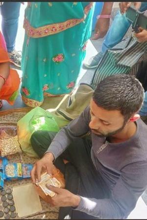 Kashmiri vendors Lucknow dryfruit saffron goons Abdul Salam Naik Afzal Naik Bajrang Sonkar