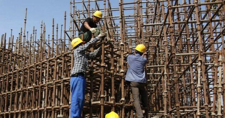 Maharashtra Government Is Leading Eco-Commute By Giving Cycles To Construction Workers